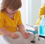 child washing hands_200px